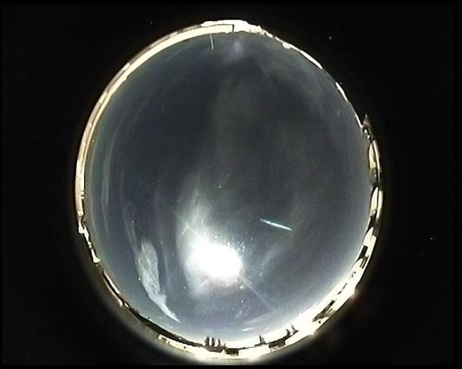 heller-meteor-neben-mond-2